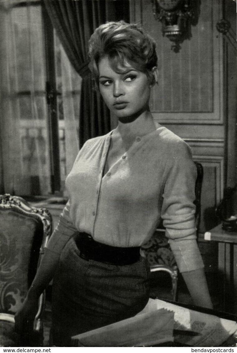 French Actress Brigitte Bardot (1960s) Postcard (1) - Entertainers