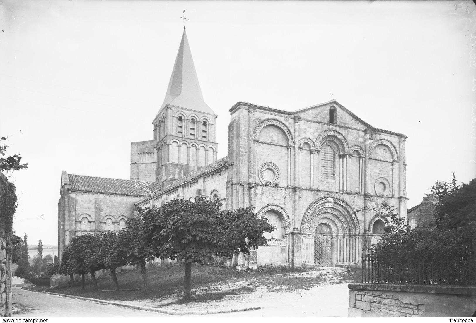 PN - 180 - CHARENTE - 16 - SAINT AMANT DE BOIXE - L' Eglise - - Plaques De Verre