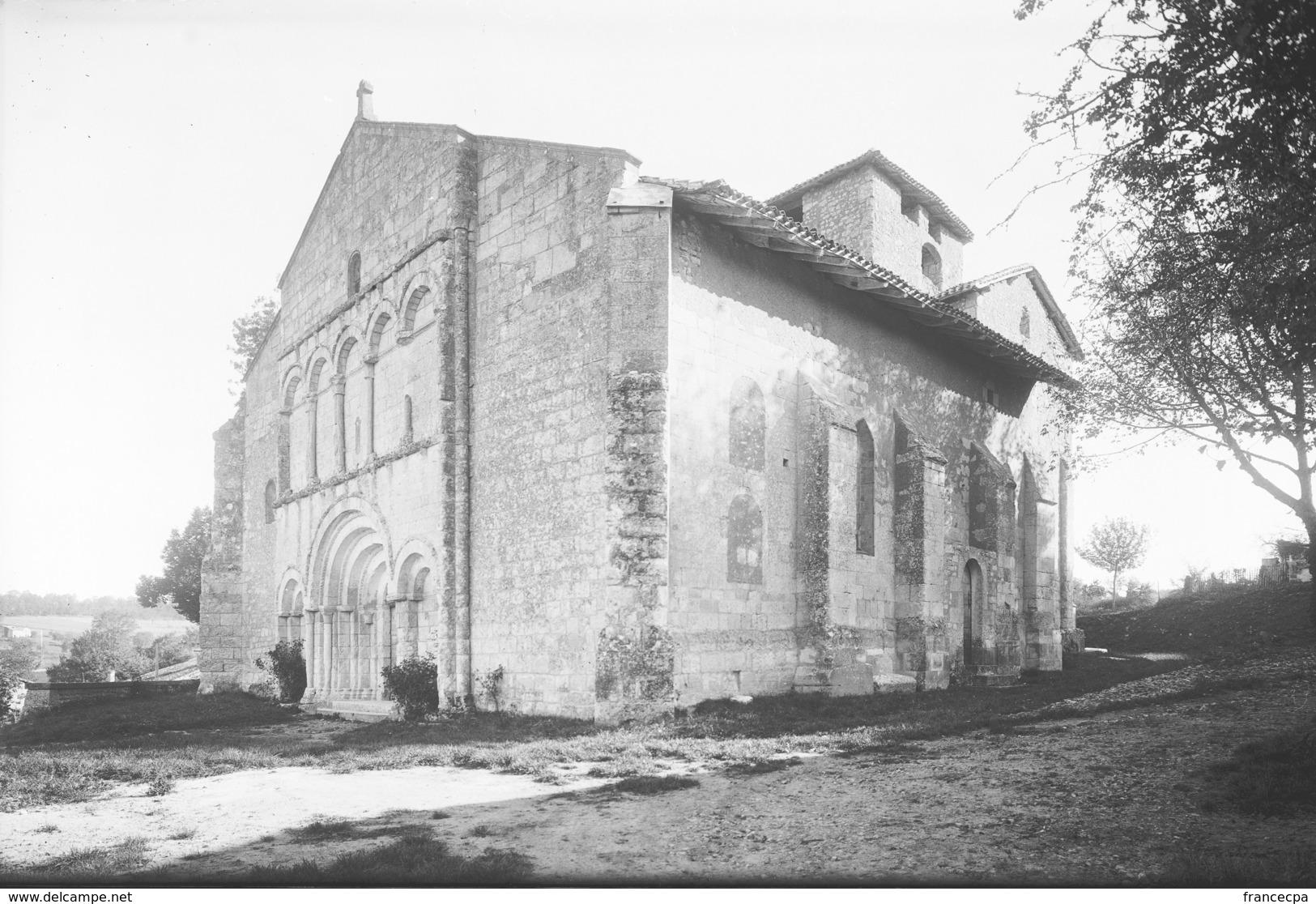 PN - 145 - CHARENTE - 16 - SAINT QUENTIN DE CHALAIS - L' Eglise - Plaques De Verre