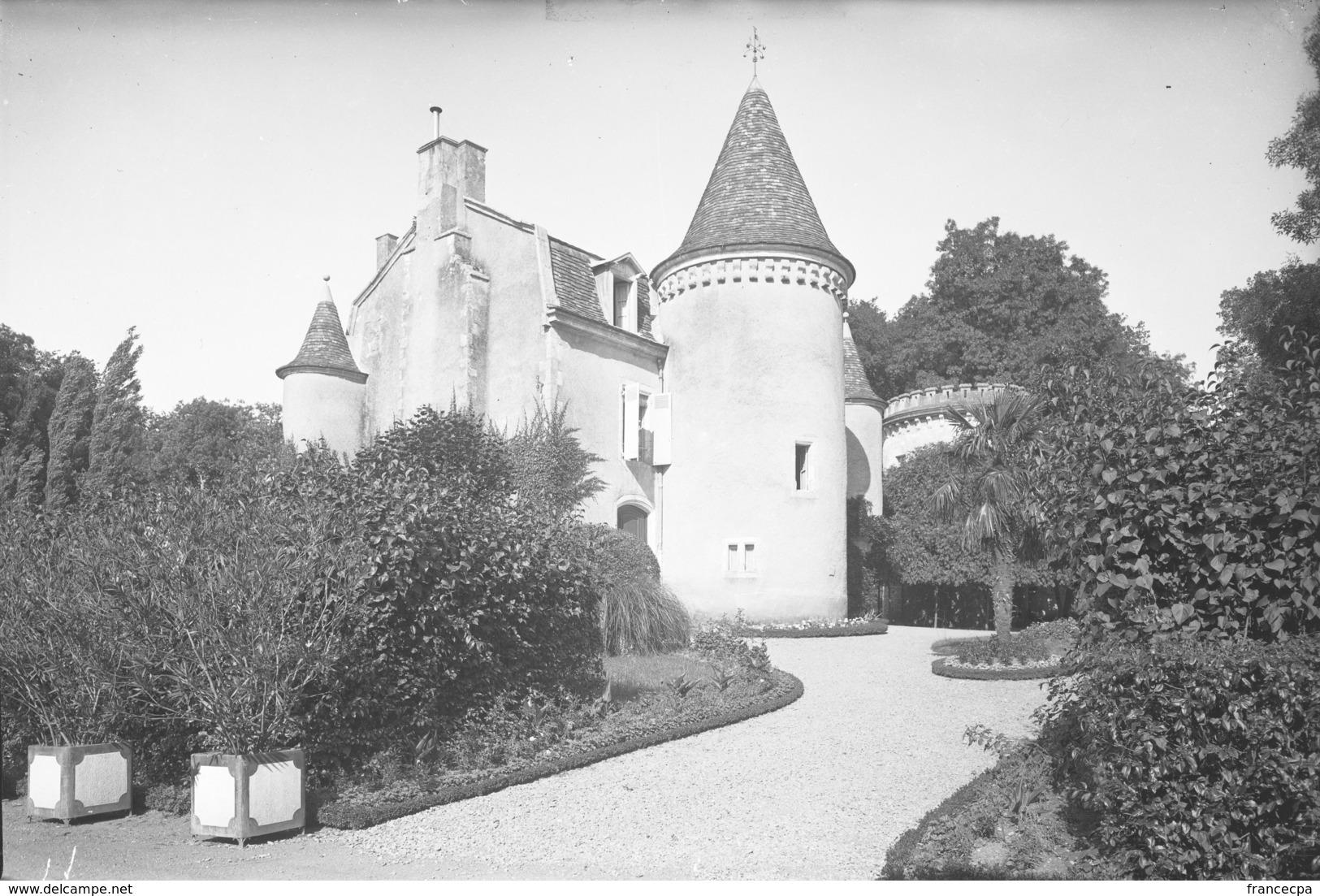 PN - 158 - CHARENTE - 16 -  FEUILLADE - Chateau De La Petite Motte - Plaques De Verre