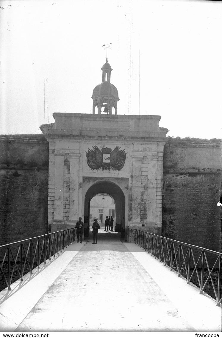 PN 024 - ILE D' OLERON - LE CHATEAU - CHARENTE MARITIME - La Citadelle - Plaques De Verre
