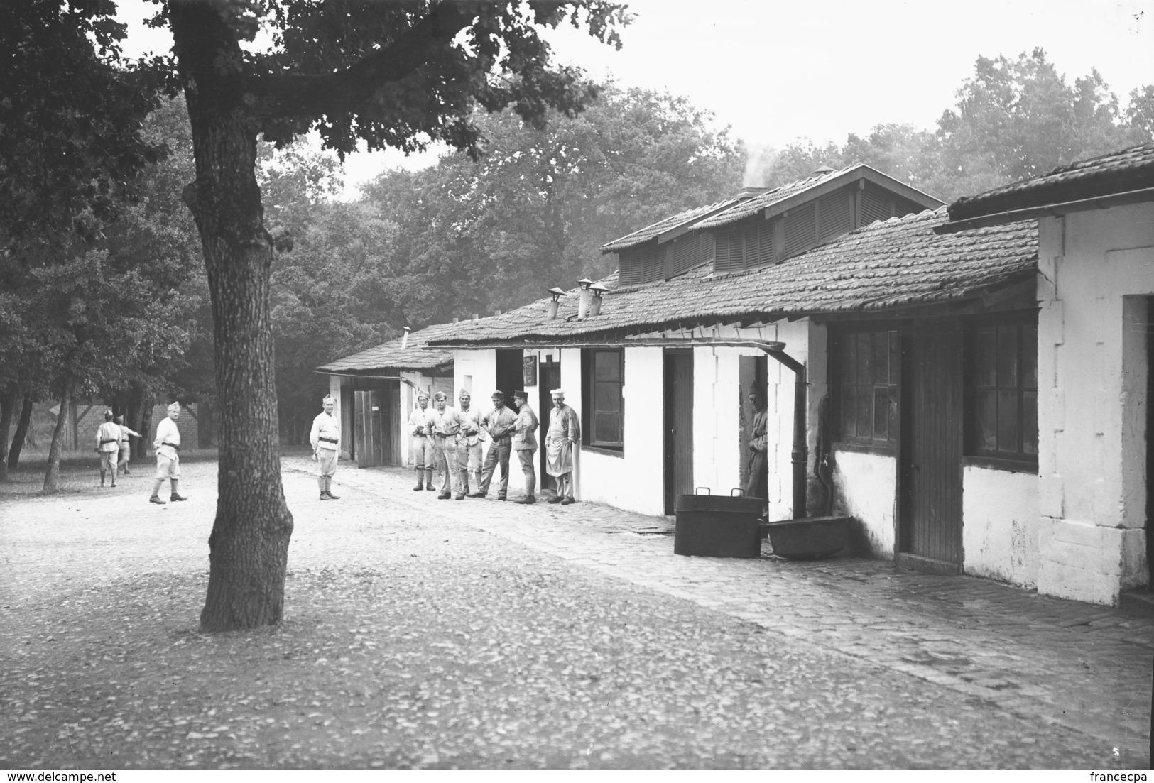 PN - 162 - CHARENTE - 16 - LA BRACONNE - Le Camp - Plaques De Verre
