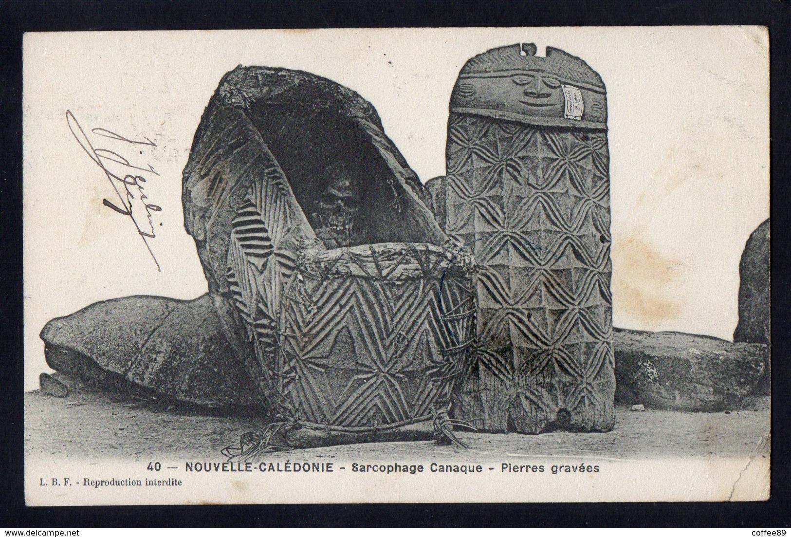 OCEANIE - NOUVELLE CALEDONIE - Sarcophage Canaque - Pierres Gravées - Neukaledonien
