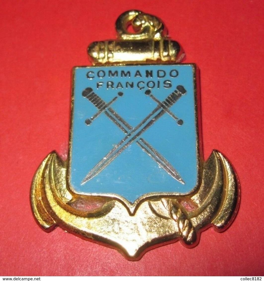 INSIGNE COMMANDO REVERS MAUVAIS ETAT PORT OFFERT - Marine