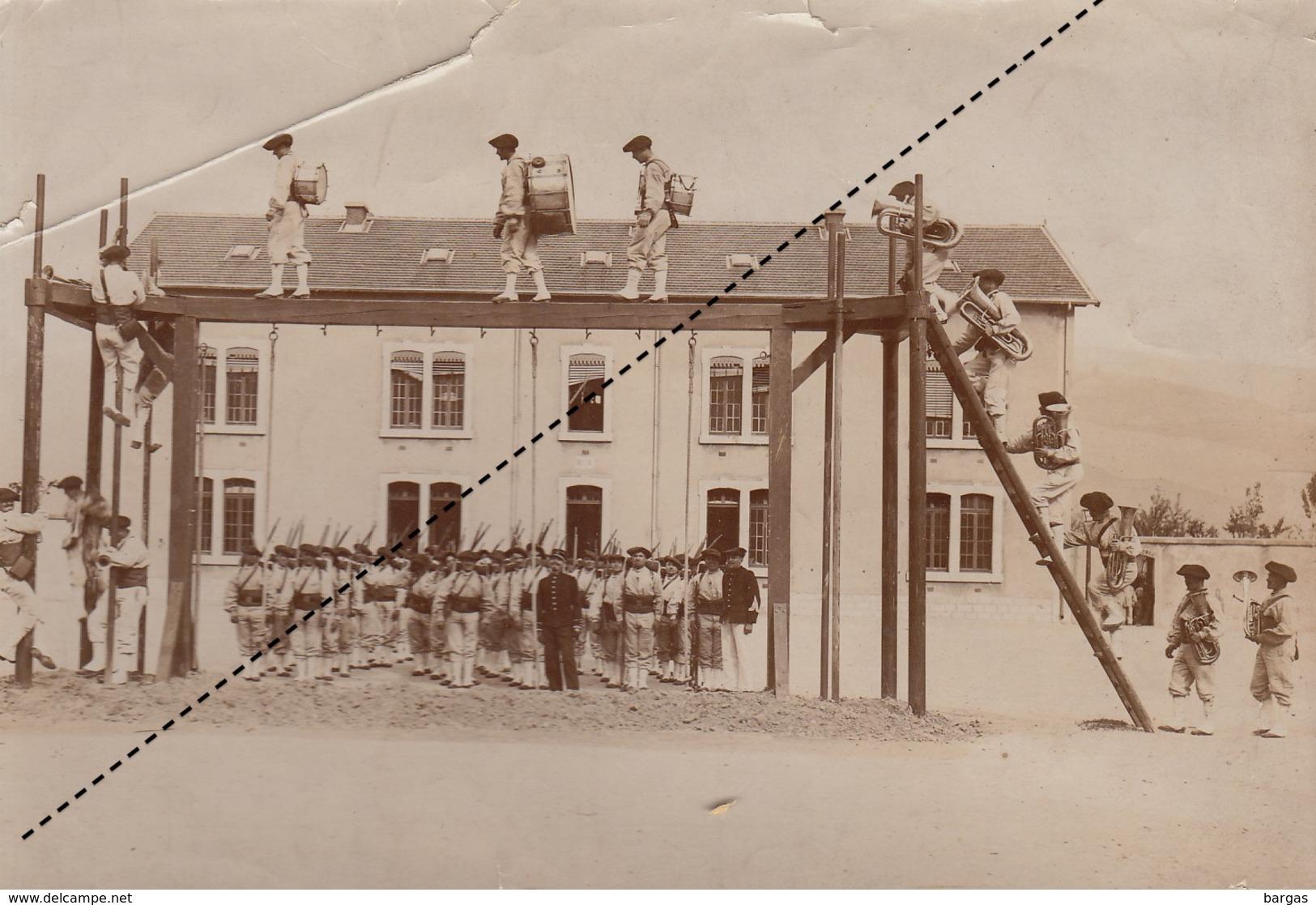 Curiosa Photo Exercice Militaire équilibre Pour La Fanfare Tambour Clairon ... - Guerre, Militaire