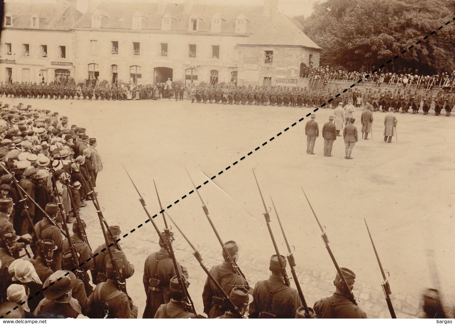 Photo Rassemblement Militaire  Place De Saint Pol ... Finistère - Guerre, Militaire