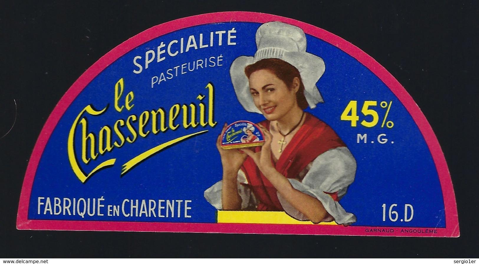 """Etiquette Fromage Demi 1/2 Camembert  Le Chasseneuil Fabriqué En Charente 16 D """"femme Coiffe Fromage"""" - Fromage"""