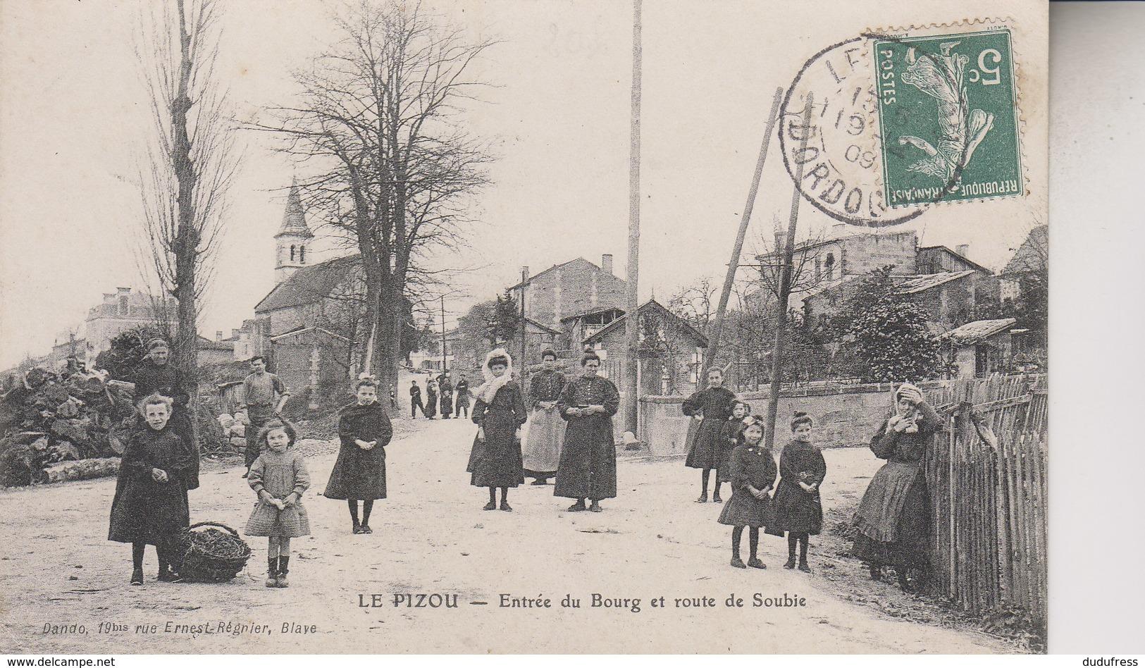 LE PIZOU    ENTREE DU BOURG ET ROUTE DE SOUBIE - France