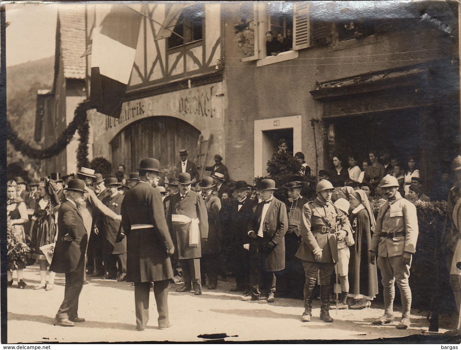 Belle Photo D'une Fête Commémoration ? En Alsace Militaire Costume Alsacien à Situer - Guerre, Militaire
