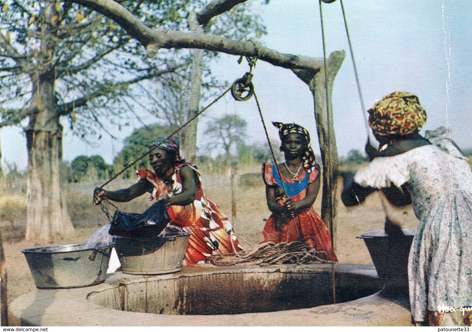L' AFRIQUE EN COULEURS AUTOUR DU PUITS CARTE PHOTO - Cartes Postales