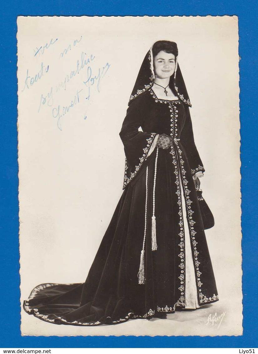 Ginette Joyes . Gde Dentelée Avec Dédicace Véritable  . Duchesse Des Bretons De Paris 1960  Bon état . - Personnages