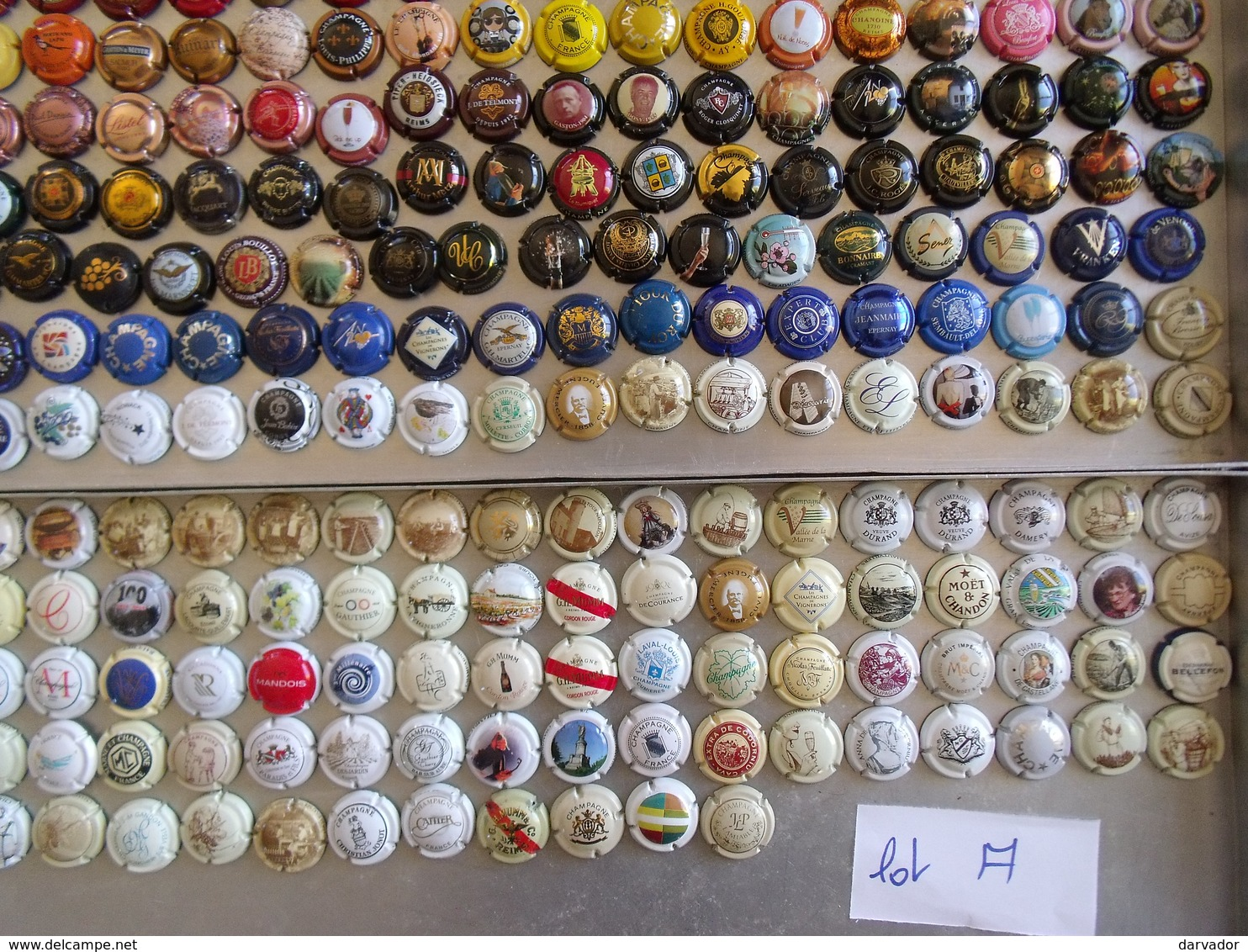 LIQUIDATION / TC12 / Lot A / Environ 354 Capsules De Champagne Divers Tous  TTB   VOIR SCAN - Collections