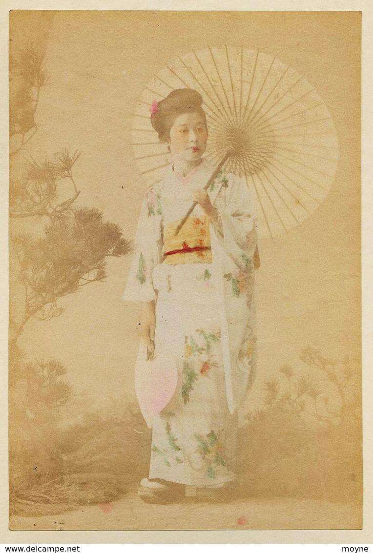 2 Photos Du Japon - XIXéme Sur Papier Albuminé  - 1) CHRYSANTERIUM AT TOKIO - 2) JAPONAISE A L'OMBRELLE - Old (before 1900)