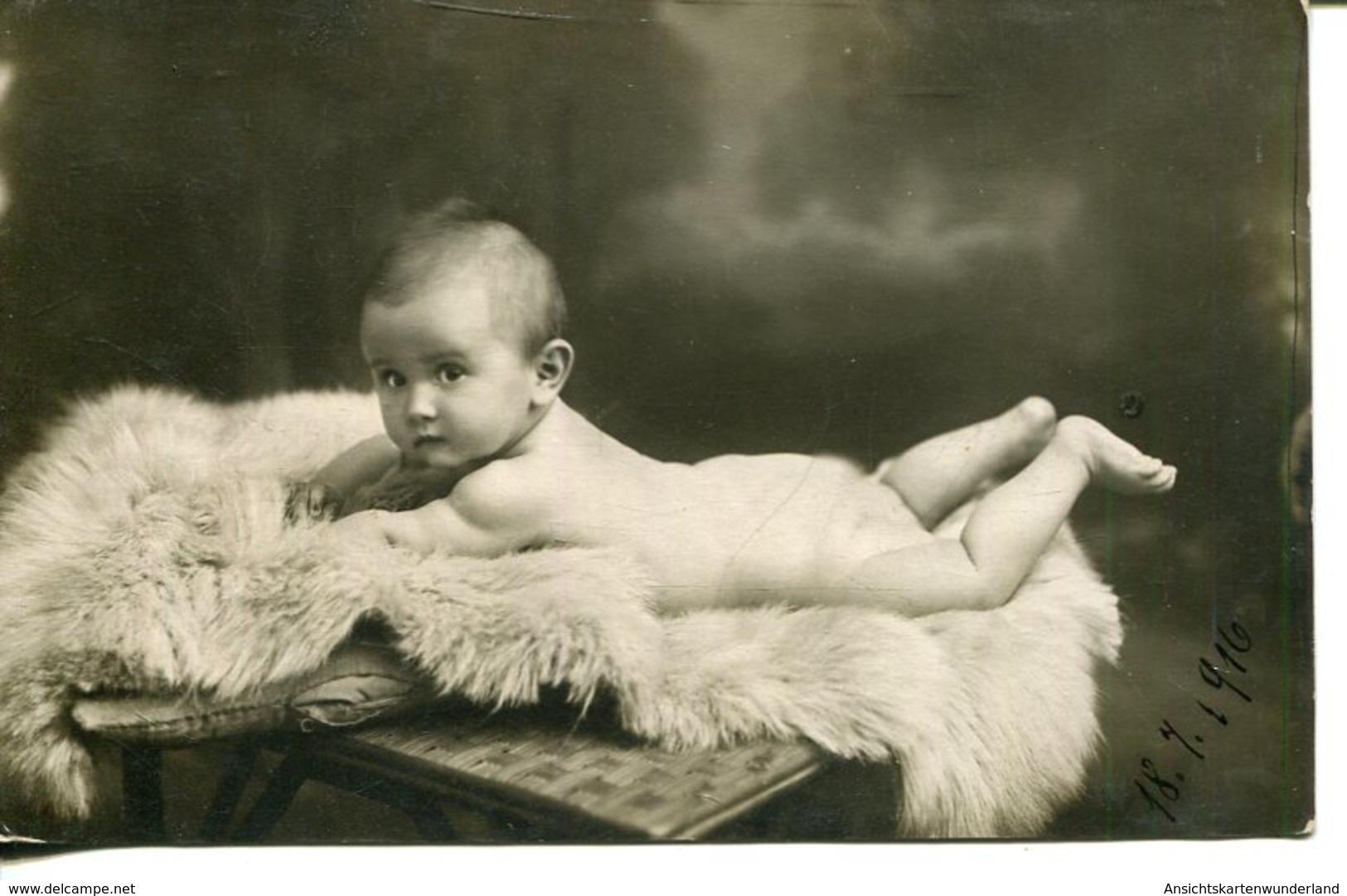 006184  Nacktes Baby Auf Fell - Enfants
