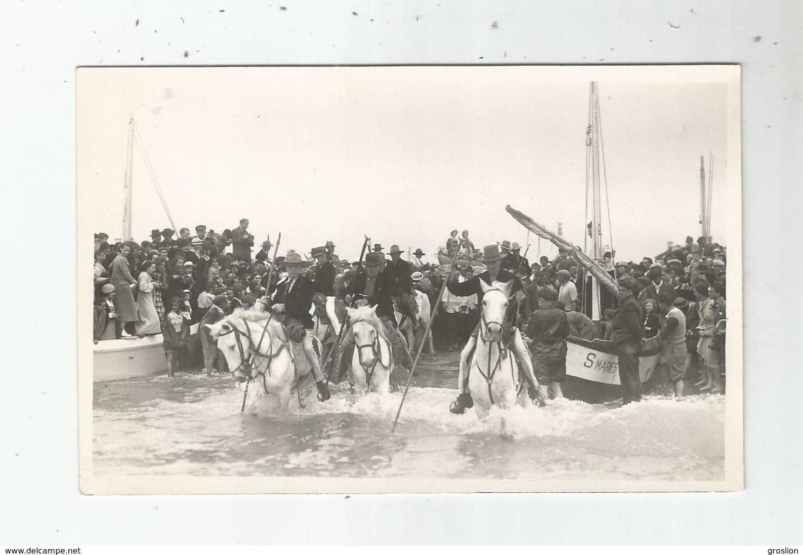 LES SAINTES MARIE DE LA MER (13) CARTE PHOTO PELERINAGE GITAN AVEC BARQUES SAINTES ET GARDIANS - Saintes Maries De La Mer