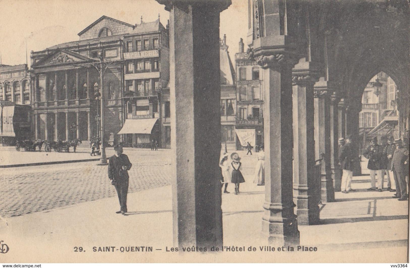 SAINT-QUENTIN: Les Voûtes De L'Hôtel De Ville Et La Place - Saint Quentin