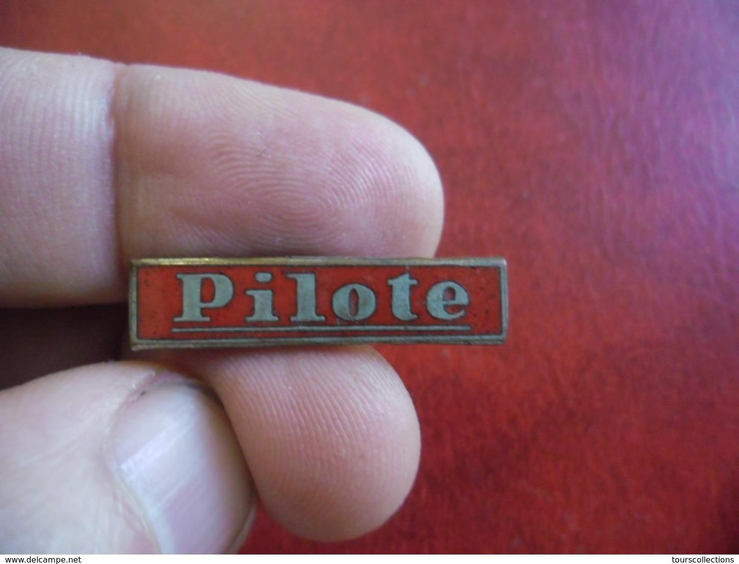 BD PILOTE Epinglette Rare Pin's Métal Et émail Complet, Insigne Ancien 1950's 1960's  @ 27 Mm X 6 Mm - BD
