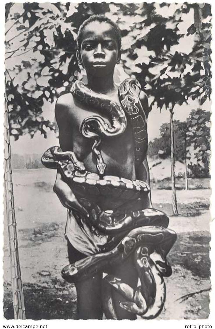 """Cpsm Missions Africaines De Lyon - Jeune Féticheur Du """" Serpent """" Au Dahomey - Cartes Postales"""