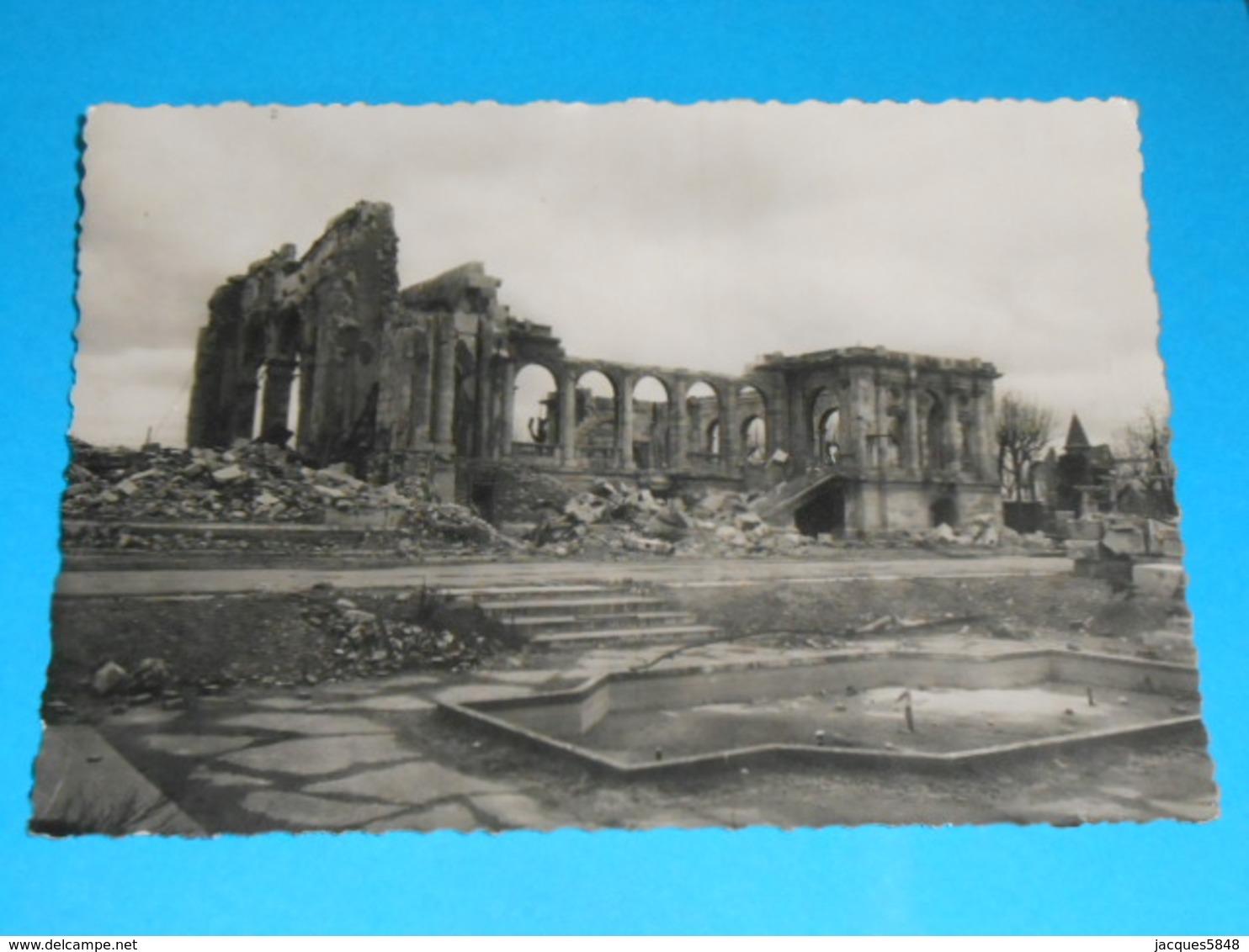 17 ) Royan Bombardée : N° 6 - Grand Format : Ruines : Le Casino Municipal  : Année 1945 - EDIT: Paris édition - Royan