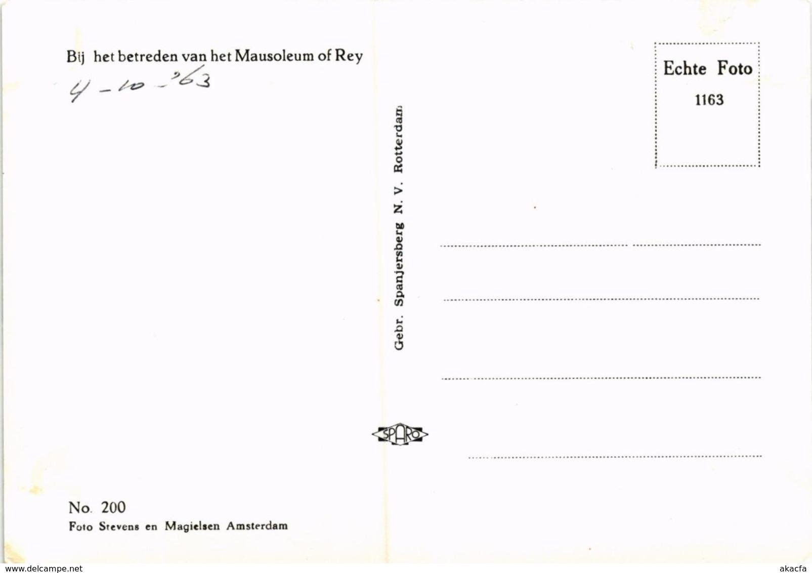 CPM Bij Het Betreden Van Het Mausoleum Of Rey DUTCH ROYALTY (820904) - Familles Royales