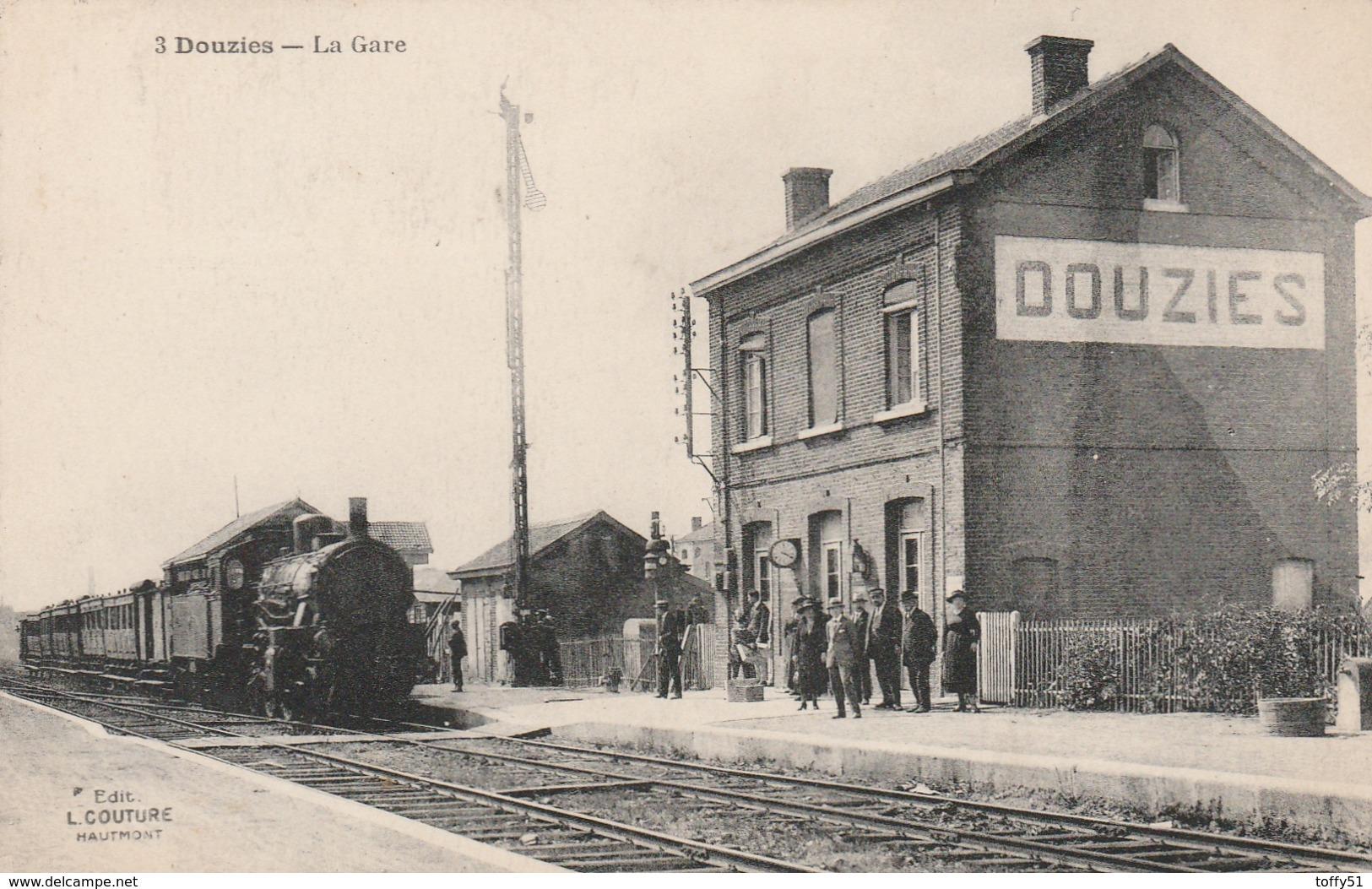 CPA:DOUZIES (59) TRAIN EN GARE..ÉCRITE - France