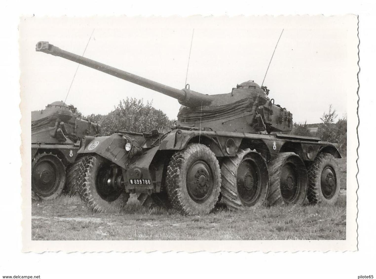 PHOTO ANCIENNE NOIR ET BLANC / CHAR DE COMBAT AVEC 8 ROUES A  IDENTIFIER   / MILITAIRE / SOLDAT - Guerre, Militaire