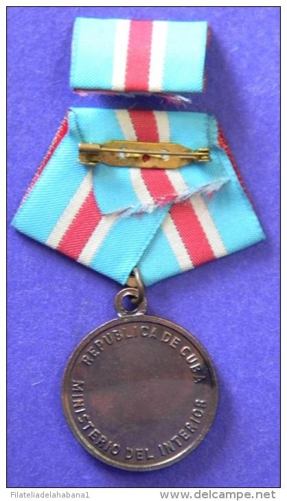 *O311 CUBA MILITAR MEDAL. MININT. DISTINGUISHED SERVICE - Tokens & Medals