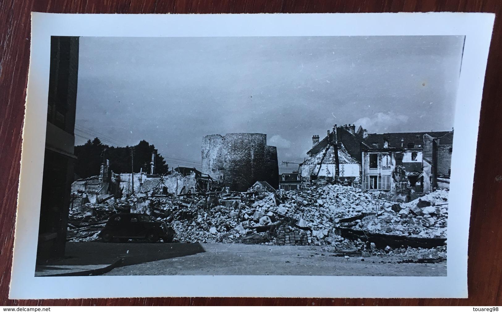 Compiègne Détruite. Bas De La Place Du Marché (à Gauche, Laiterie). Guerre 1939-45. Destructions. WW2. WWII. - Guerra, Militari