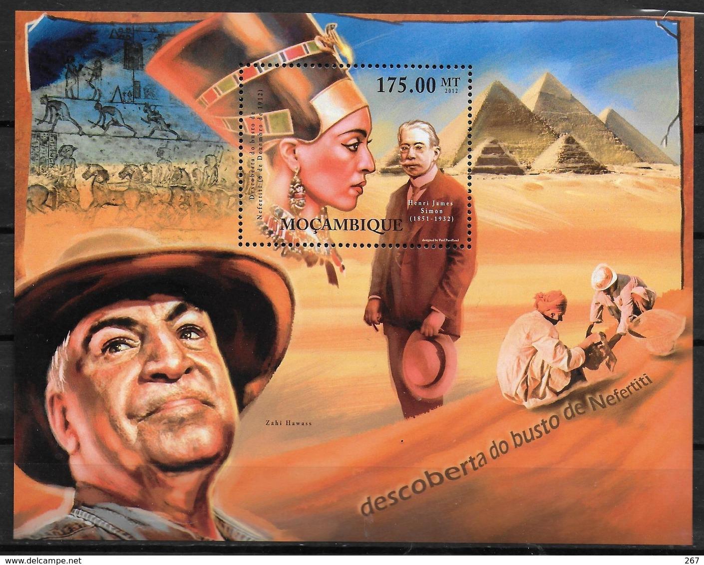 MOZAMBIQUE BF 527 * *  ( Cote 16e )  Nefertiti James Simon Egyptologie - Egyptologie