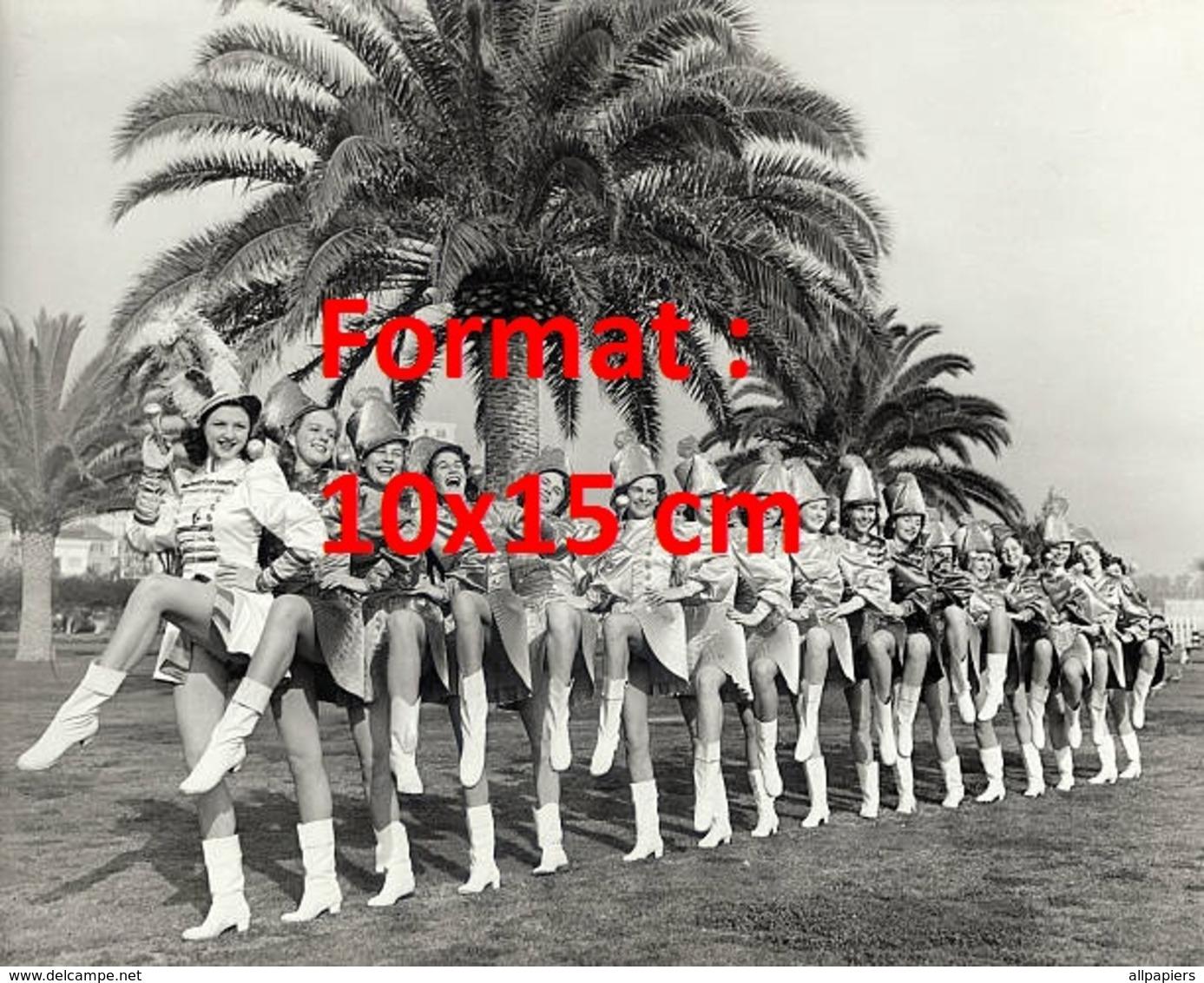 Reproduction D'une Photographie Ancienne De Majorettes Posant Sous Des Palmiers De Californie - Reproductions