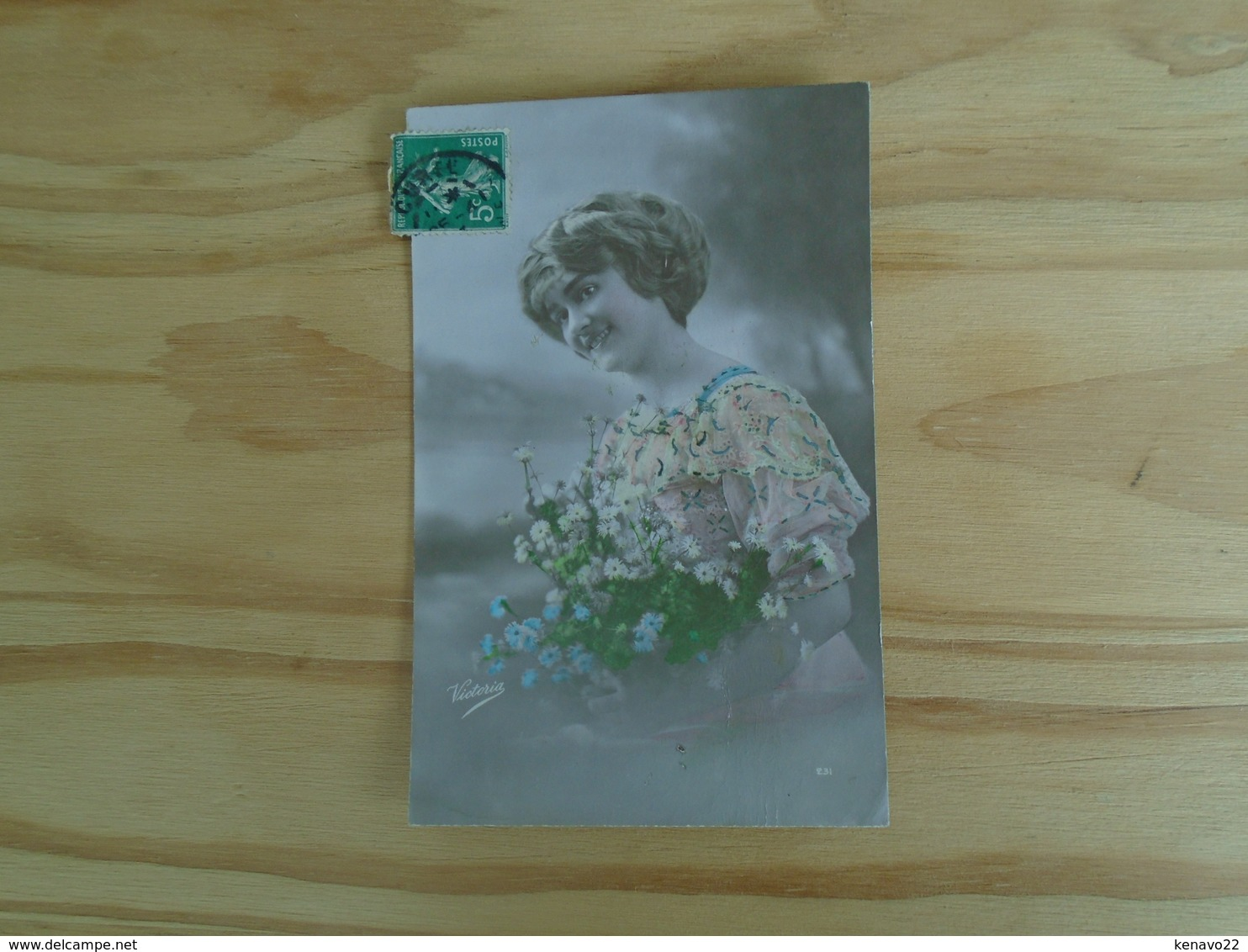 Silhouette De Femme , Avec Des Fleurs - Silhouettes