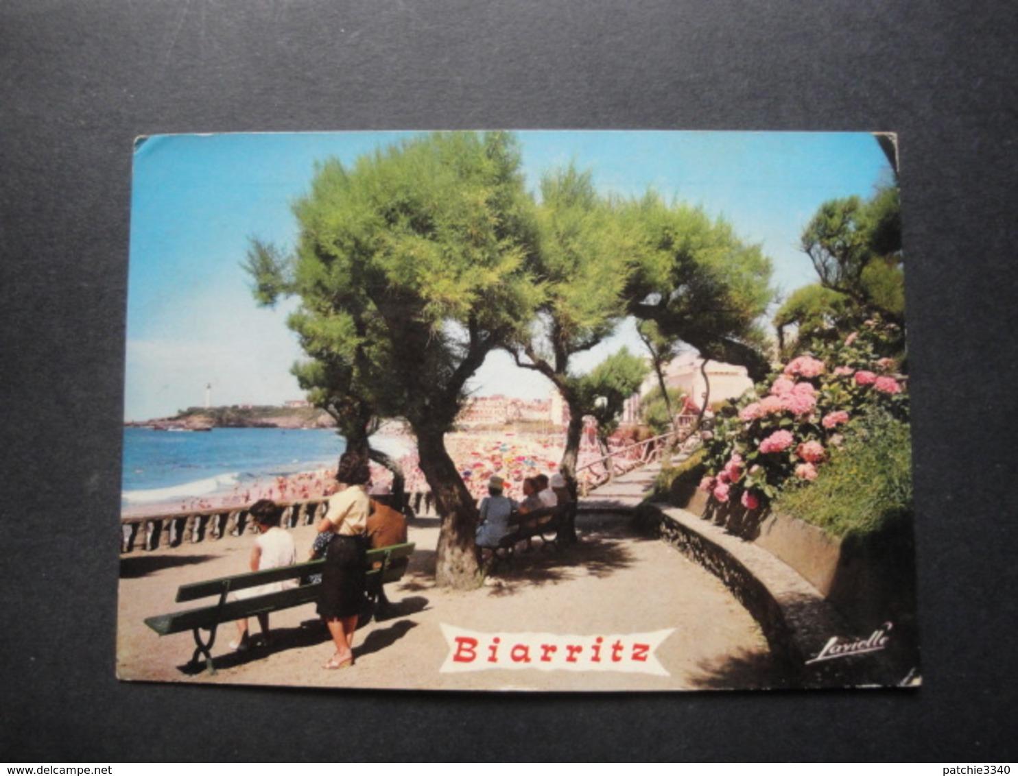 CPSM 64 - BIARRITZ - GRANDE PLAGE ET LE PHARE - Biarritz