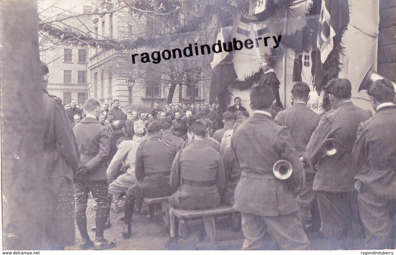 CPA PHOTO - POLOGNE - TESCHEN -CIESZYN - MILITARIA - PRETRE Célébrant La MESSE En PLEIN AIR Pour Les Soldats 1920 - Poland