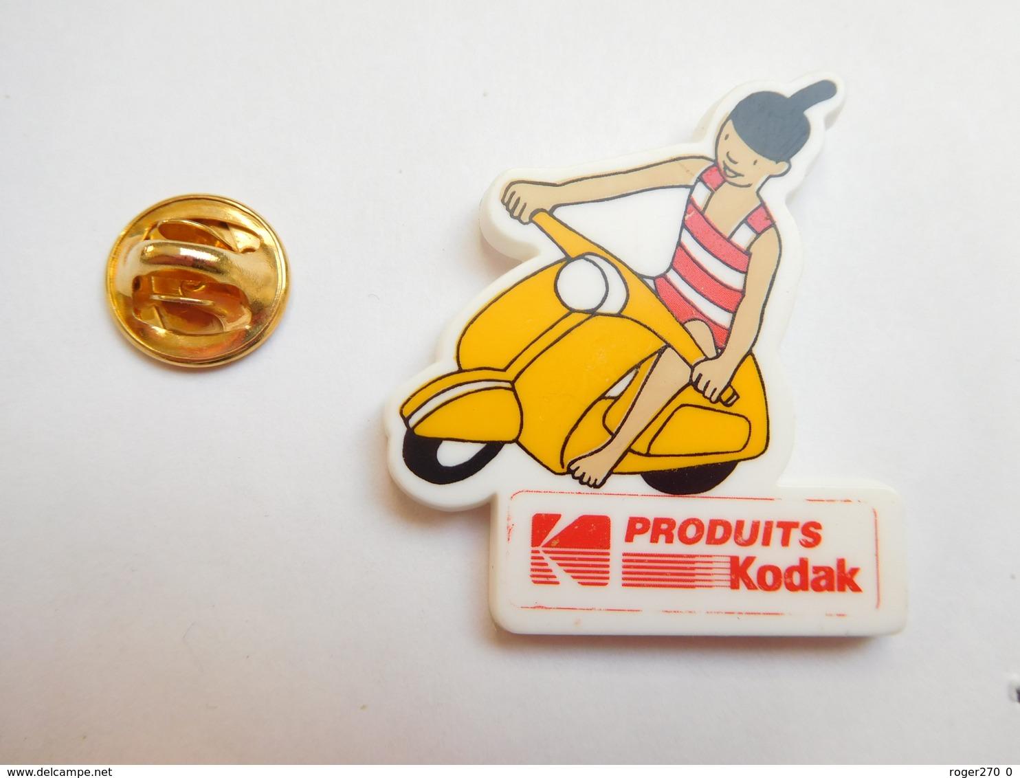 Beau Pin's En Plastique , Photo , Produits Kodak , Scooter Vespa - Fotografie
