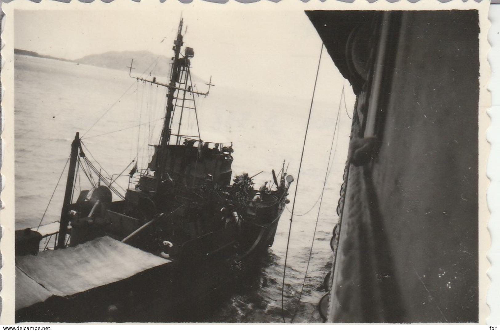 Vietnam - CAP ST. JACQUES : Escorteur D 338 Et Le Cap Dans Le Fond : 1947 - (  8,5cm X 5,8cm ) Photo Militaire - War, Military