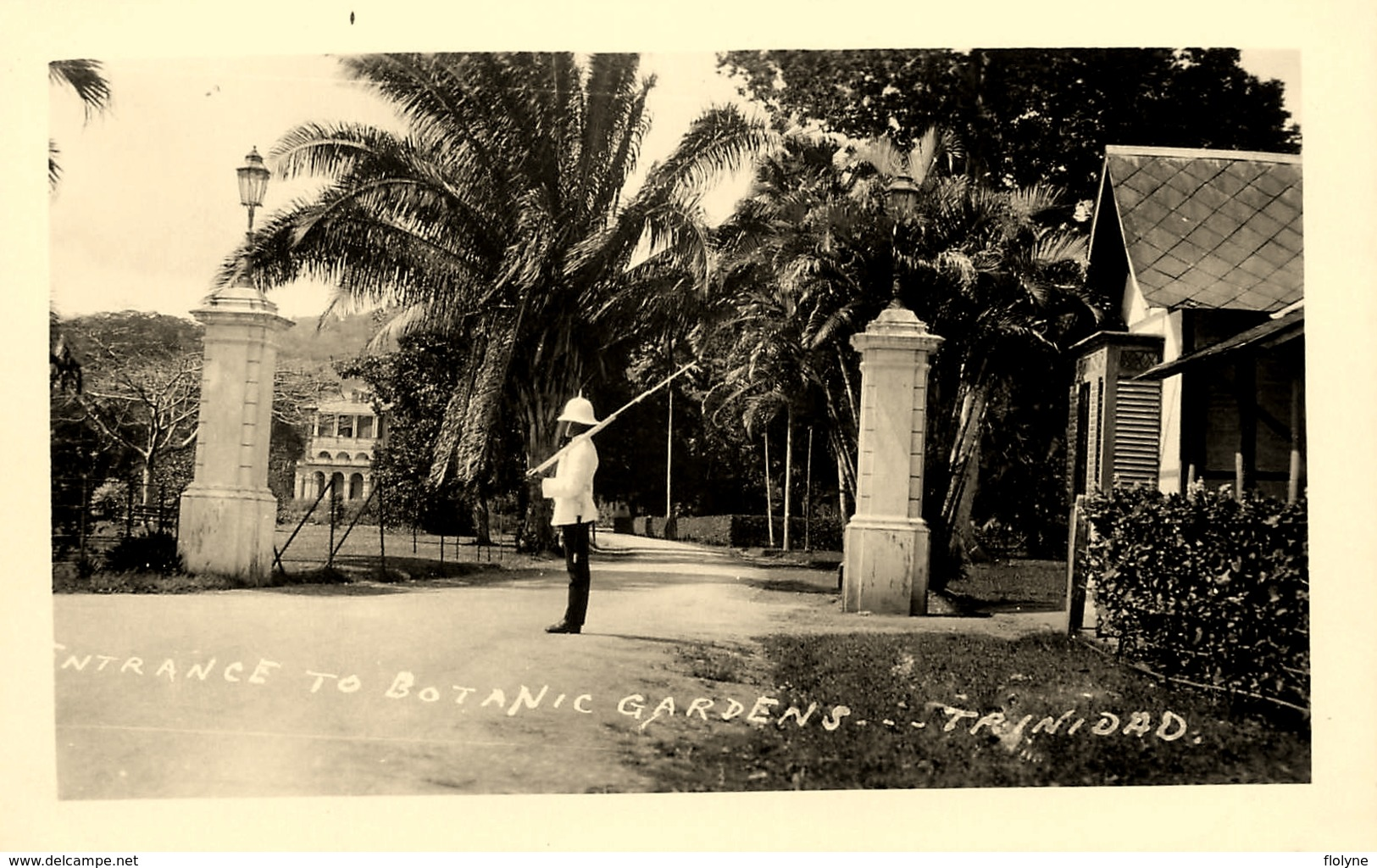 Carte Photo - Entrance To Botanic Gardens , Trinidad - Trinité Et Tobago - Policeman ? - Belle Animation - Trinidad