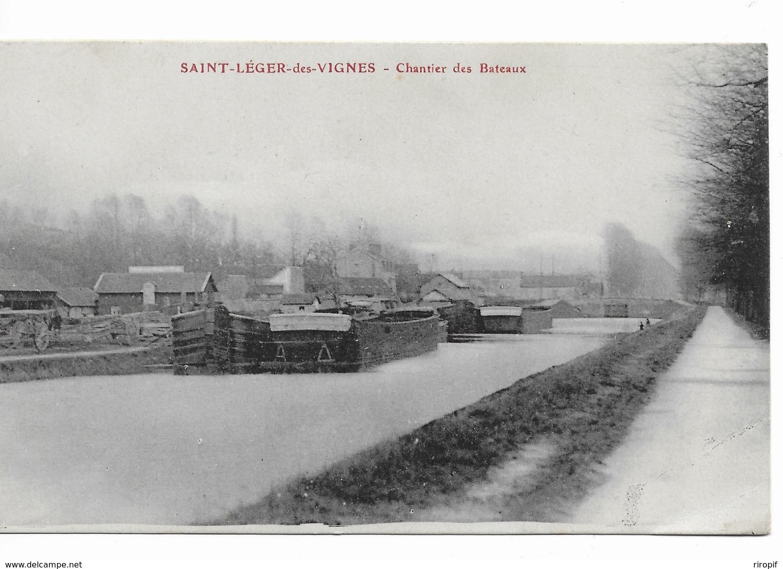 SAINT LEGER DES VIGNES Chantier Des Bateaux - France