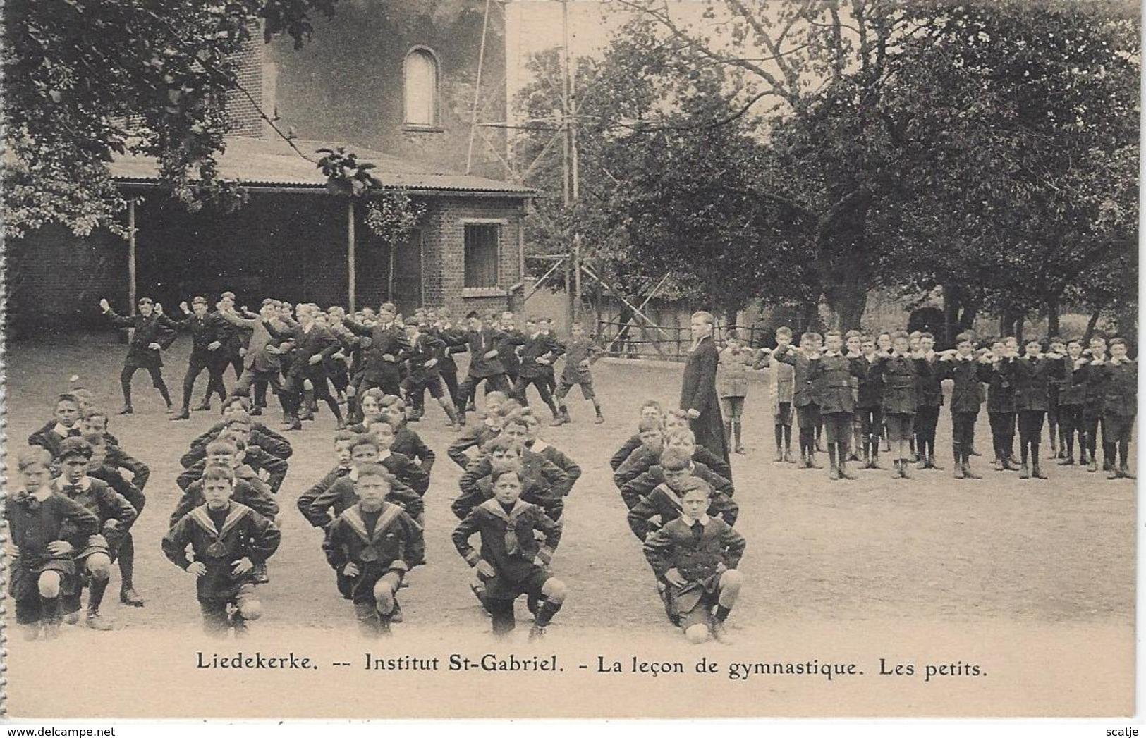 Liedekerke   -   Institut St-Gabriel  -   La Leçon De Gymnastique.  Les Petits - Liedekerke