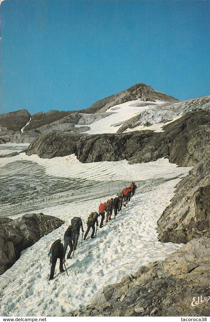 Vers Le Sommet Du VIGNEMALE Dans Les Hautes Pyrénées - Alpinisme