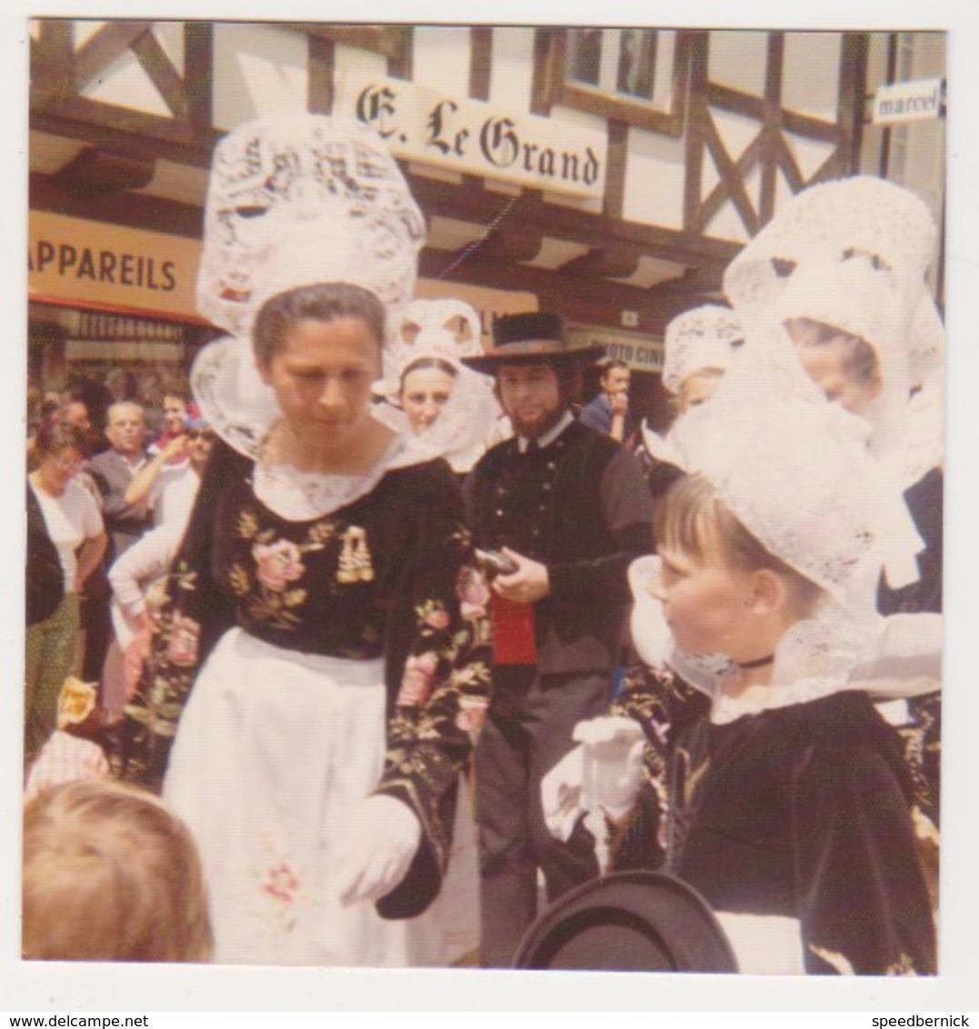 26892 Trois Photo QUIMPER Bretagne France -fetes Cornouailles 1973 -costume Breton Biniou Défilé - Lieux