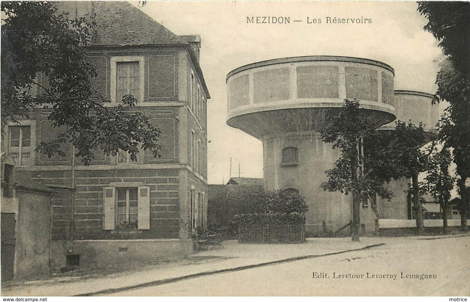 MEZIDON - Les Réservoirs, Château D'eau. - Châteaux D'eau & éoliennes