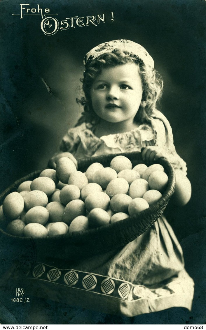 Pâques Enfant Et Paniers D'Oeufs  KKHG Belle Photo - Pâques