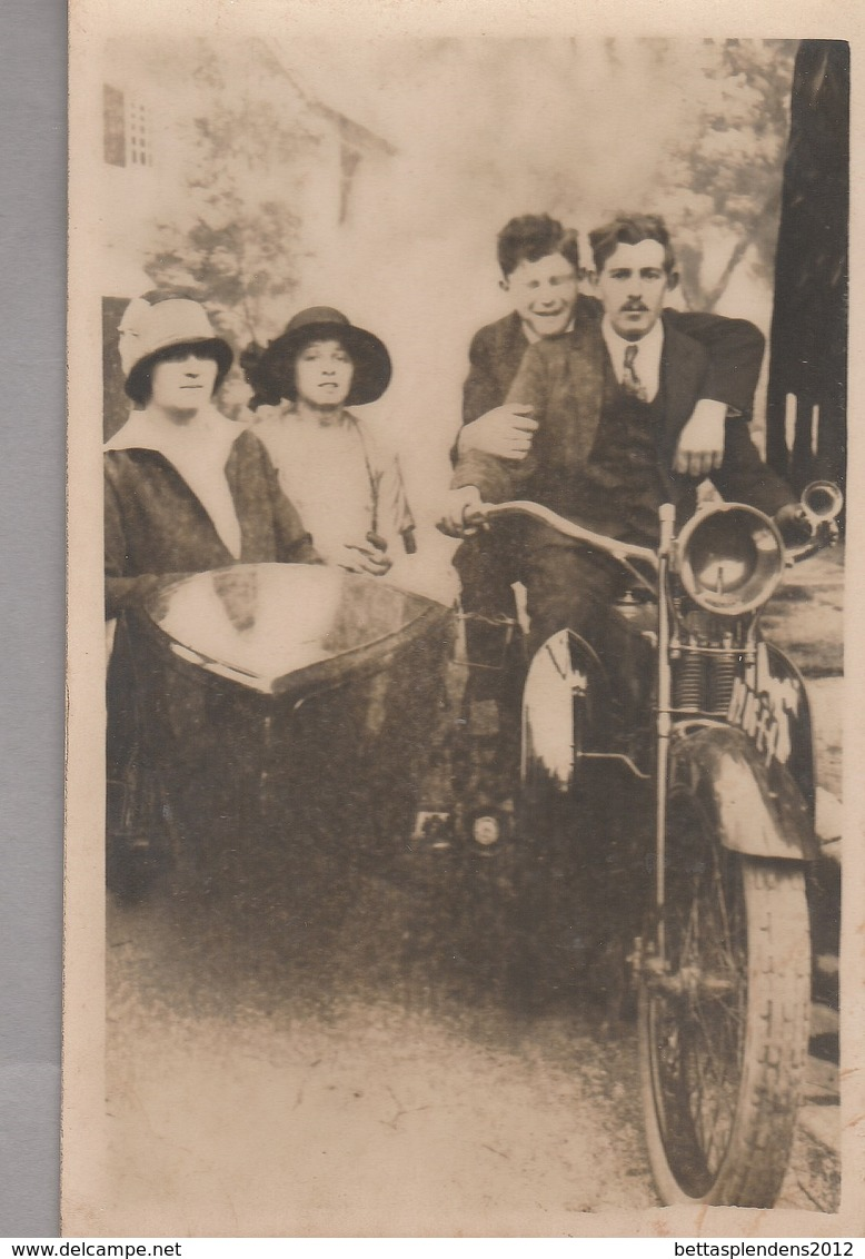 CPA - Carte Photo - Famille Et MOTO / SIDE CAR - Motorbikes