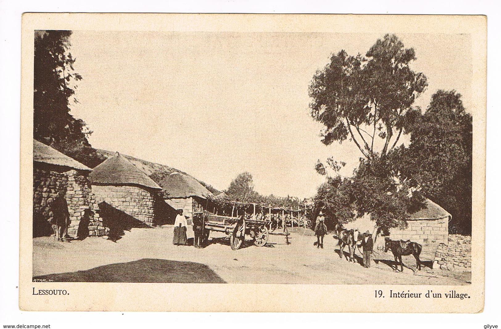 CPA.Afrique.Lessouto (Lesotho) Intérieur D'un Village.      (F.203) - Lesotho