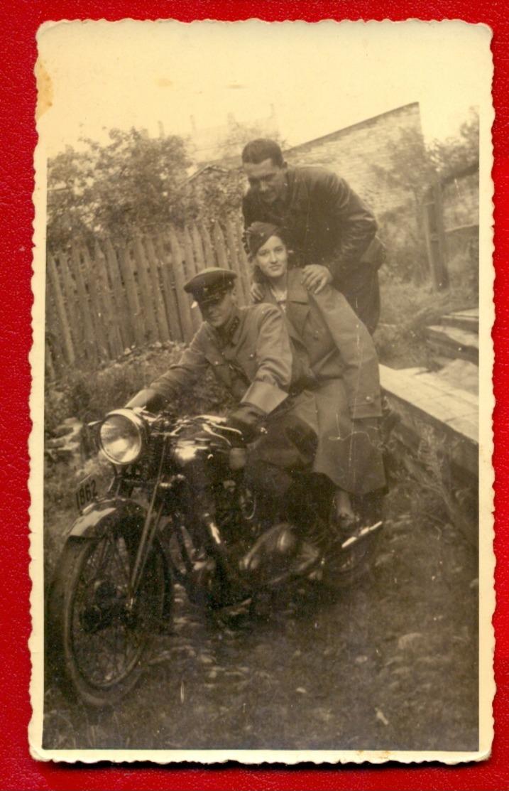 MOTORCYCLE, WOMAN AND MEN VINTAGE PHOTO POSTCARD 3 - Motorbikes
