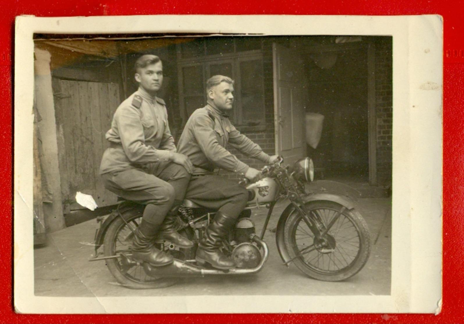 "LATVIA LETTLAND SOLDIERS AND MOTORCYCLE ""NSB"" VINTAGE PHOTO CARD 4851 - Motorräder"
