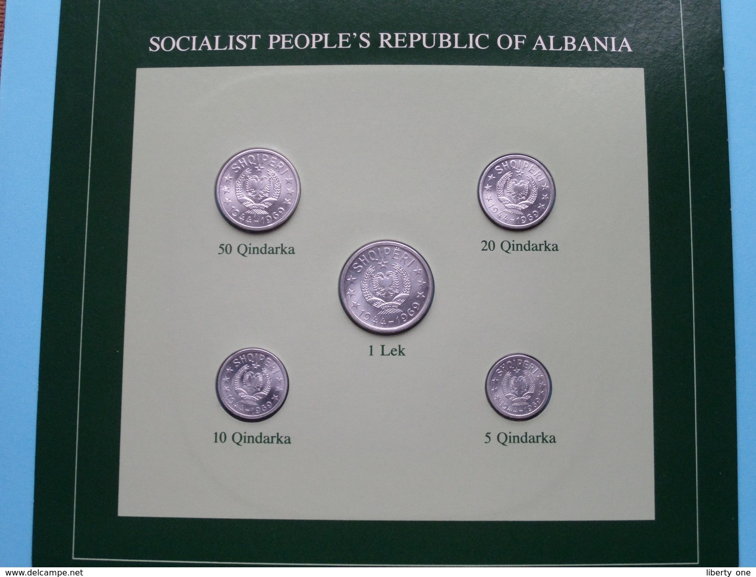SOCIALIST PEOPLE'S REPUBLIC OF ALBANIA ( From The Serie Coin Sets Of All Nations ) Card 20,5 X 29,5 Cm. ) + Stamp '85 ! - Albanie