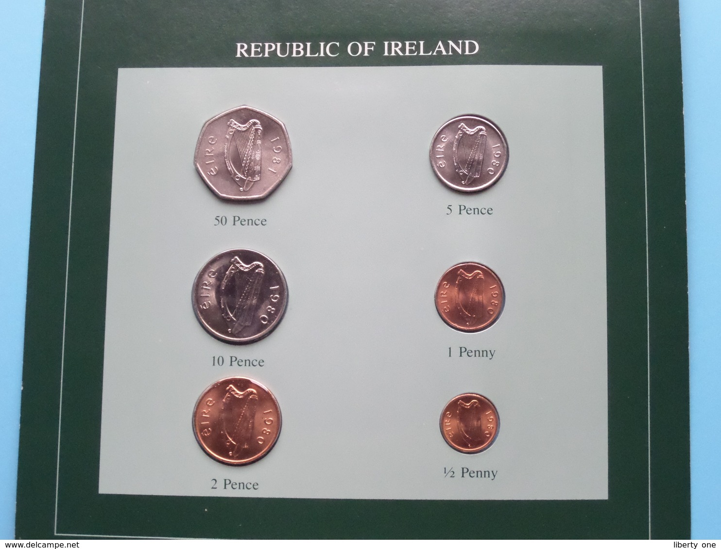 REPUBLIC OF IRELAND ( From The Serie Coin Sets Of All Nations ) Card 20,5 X 29,5 Cm. ) + Stamp '82 ! - Irlande