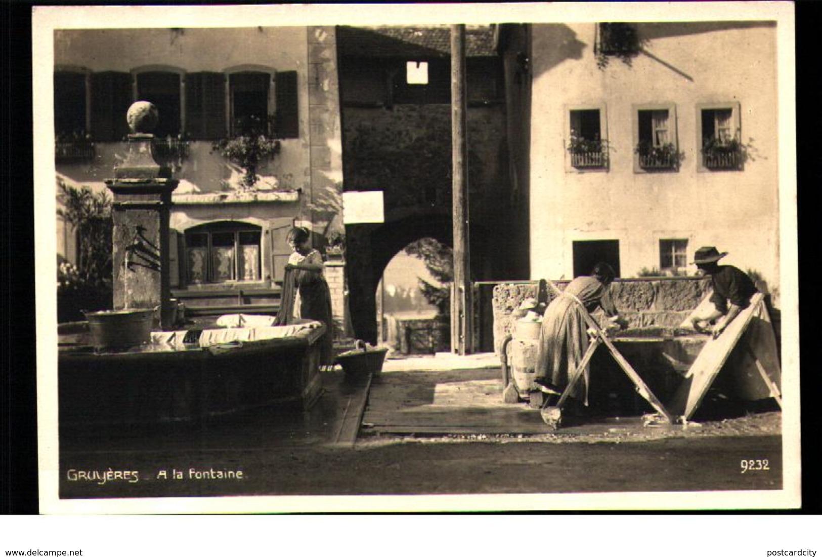 Gruyeres A La Fontaine Laundry Lingerie - Non Classificati