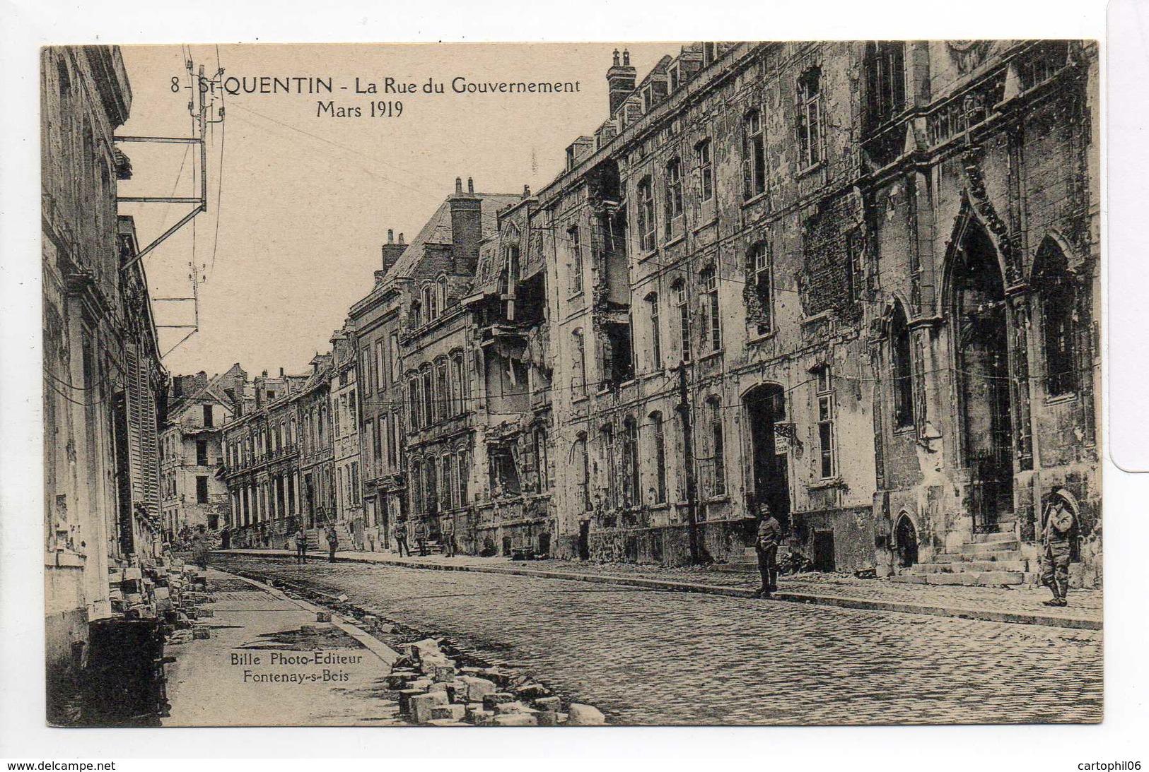 - CPA SAINT-QUENTIN (02) - La Rue Du Gouvernement - Mars 1919 (avec Personnages) - Photo-Edition Bille N° 8 - - Saint Quentin